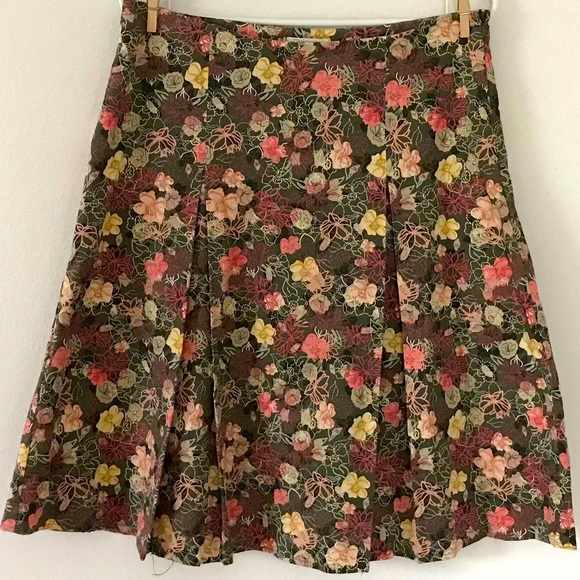 CHRISTOPHER & BANKS Pleated Floral Skirt Size 6